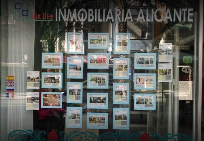 Агентство недвижимости «Люкс Лайф» находится в Испании на побережье Коста Бланка в городе Аликанте