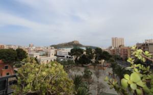 Продается квартира в Аликанте в районе Campoamor с видом на крепость Санта Барбара