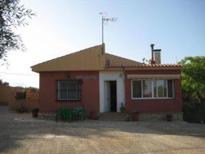 Продается дом с участком в пригороде Аликанте