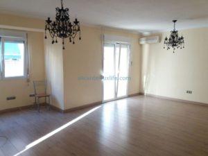 Продается просторная квартира в Аликанте в районе Carolinas Bajas