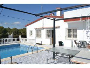 Venta de chalet con piscina en la zona de Elche de la provincia de Alicante.