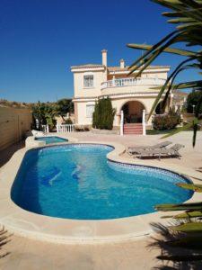 Chalet con piscina para alquiler